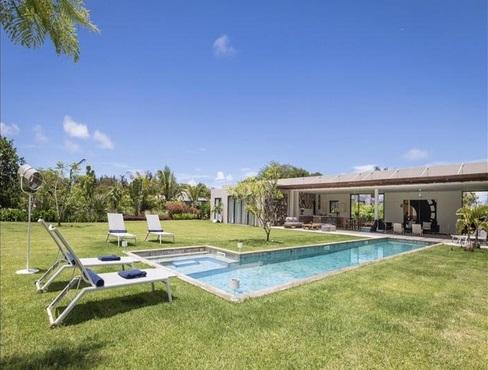 Beau Champ - vue piscine - PLEION Private Services
